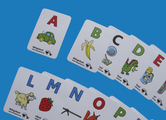 Playing cards to help preschoolers to learn to read